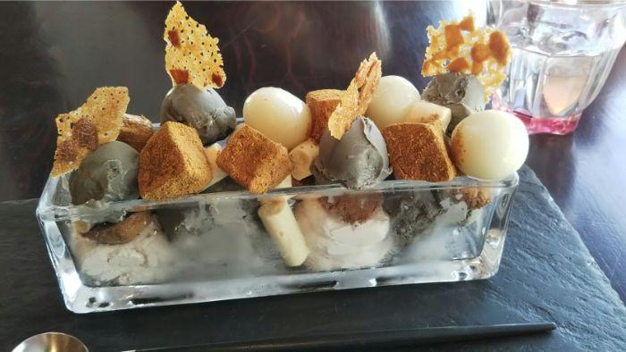 白玉とわらび餅のパフェの写真