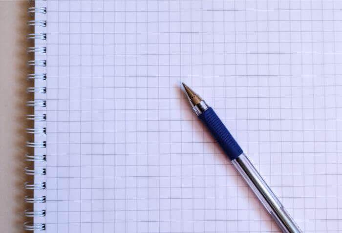 ノートとボールペンに写真